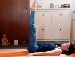 Alltags-Yoga-Studio-in-Meiningen-Umgekehrte-Stockhaltung