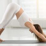 Alltags-Yoga-Wie-Yoga-bei-Schmerzen-hilft-Adho-Mukha-Svanasana